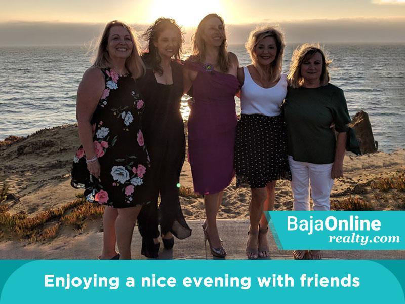 zinnia Enjoying A Nice Evening With Friends