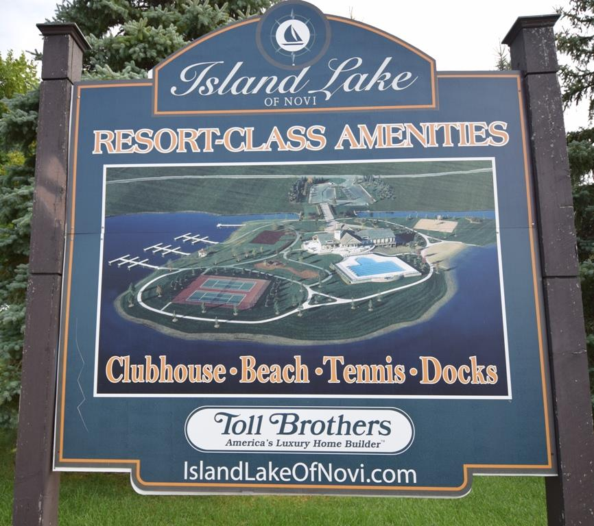 Island Lake Clubhouse Sign