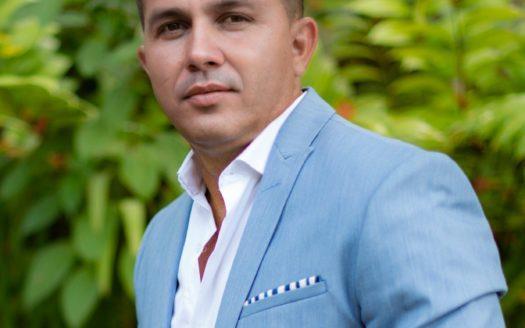 Juan Carlos Quiros REMAX Oceanside Realty Jaco Real Estate Agent