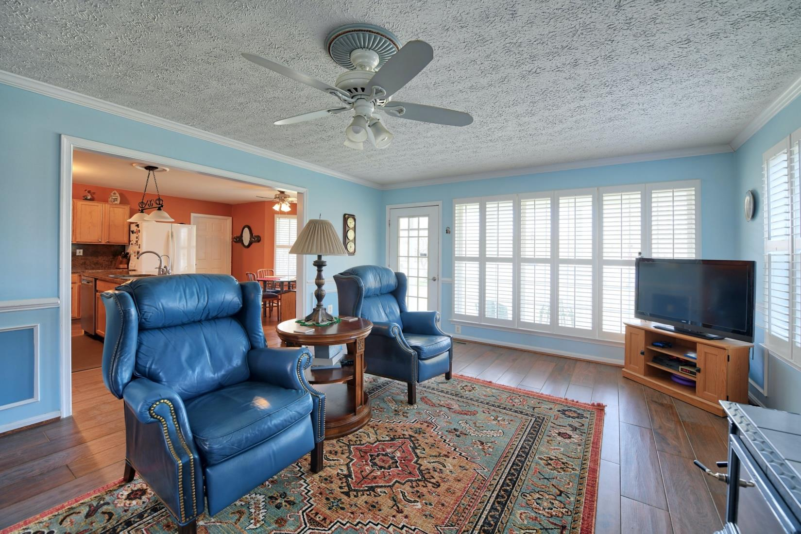 20955 Oakland Hall Road / Avenue MD / St Marys County Waterfront - Living Room