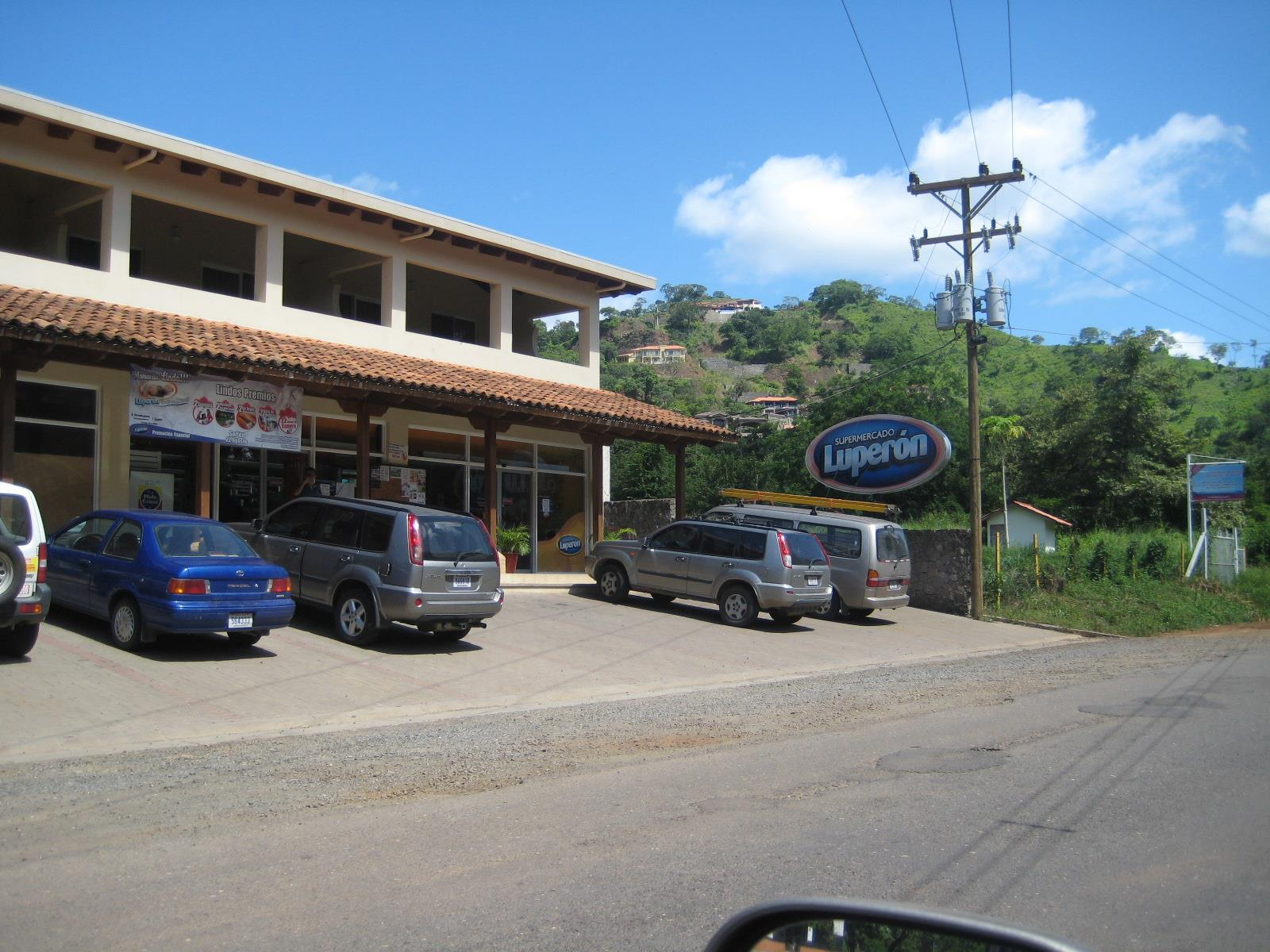 Luperon Supermarket, Playa Hermosa, Costa Rica