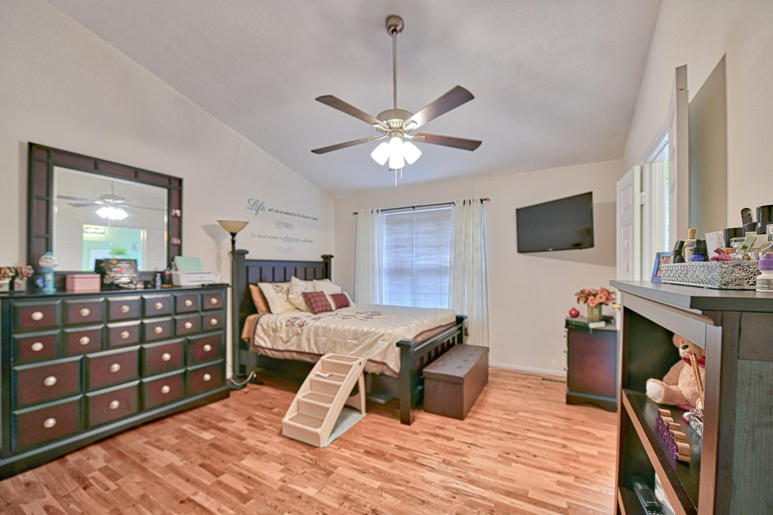 2733 Stanford Place in Waldorf MD - spacious master bedroom!  Townhouse for sale in charles county md
