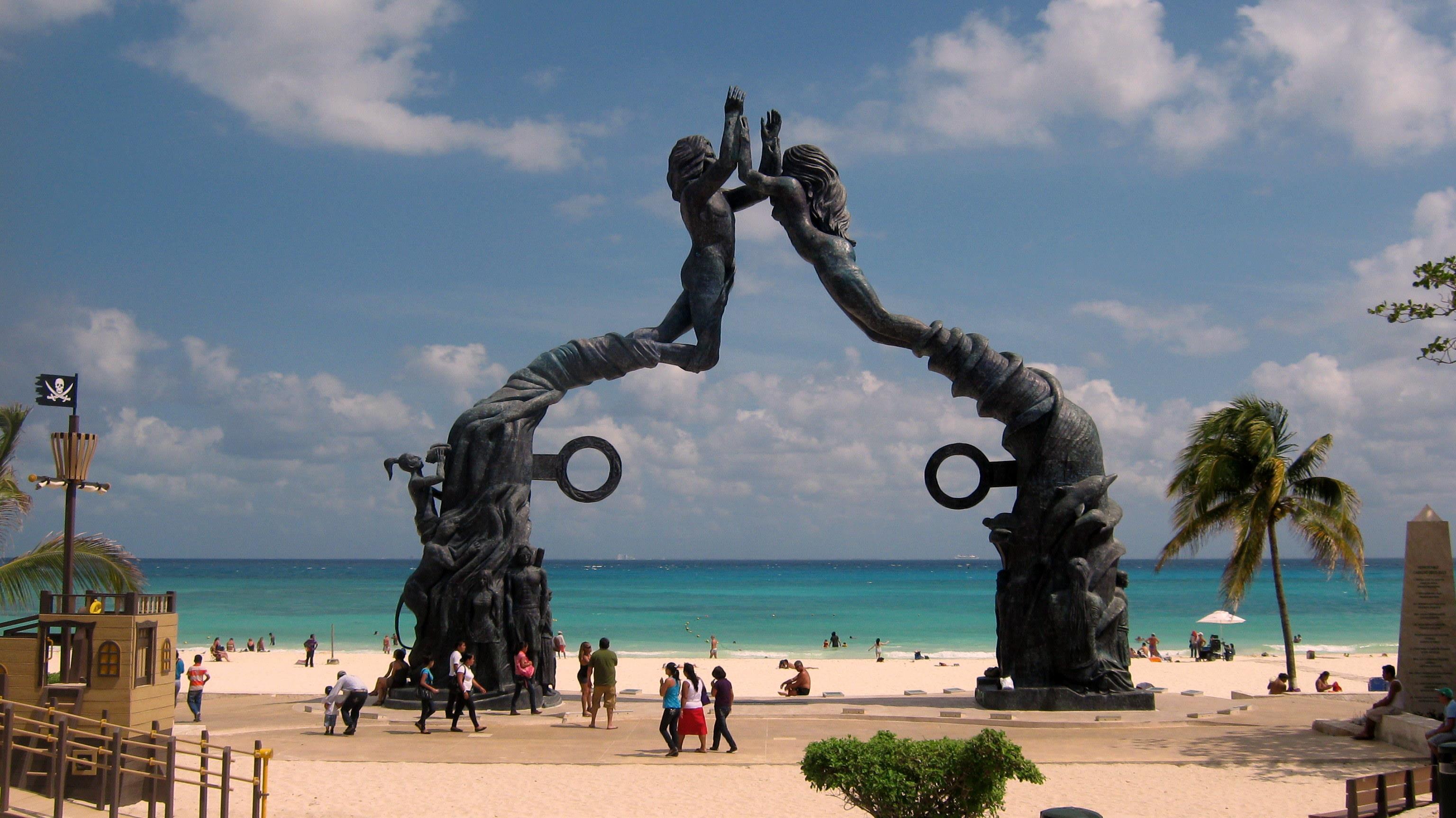 Fundadores Park in central Playa del Carmen