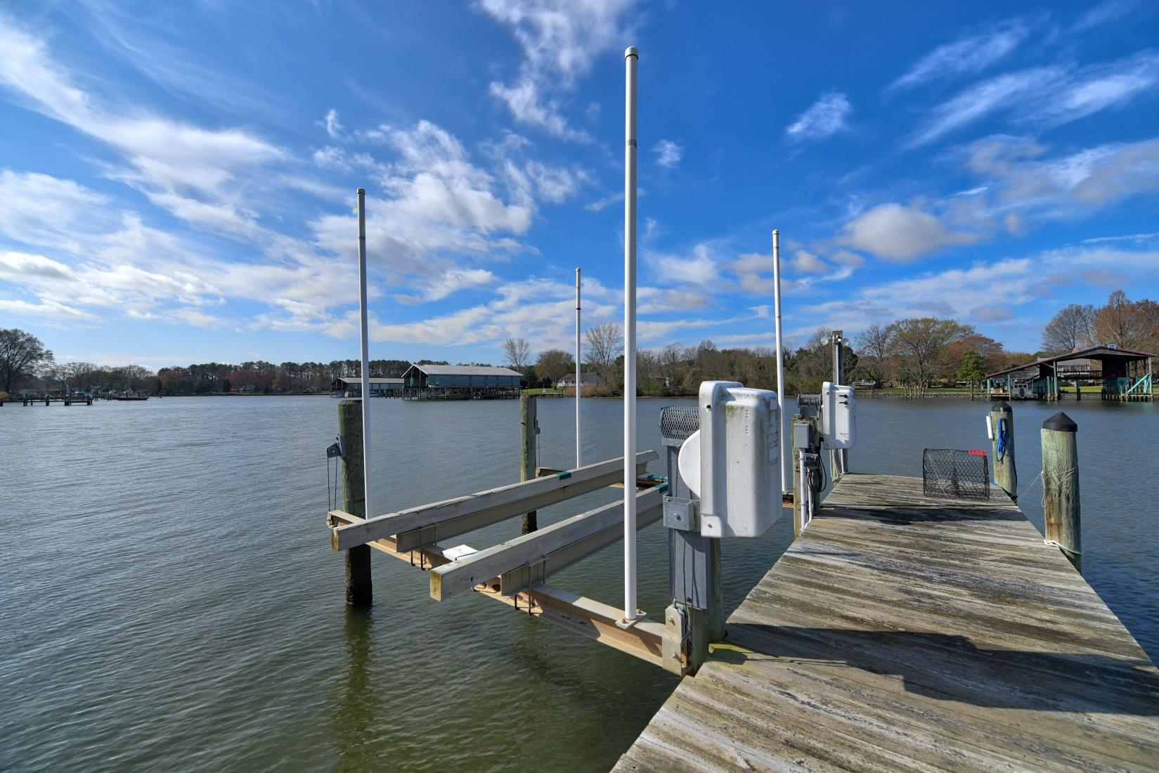 20955 Oakland Hall Road / Avenue MD / St Marys County Waterfront - Pier with Boat Lift on St Patricks Creek