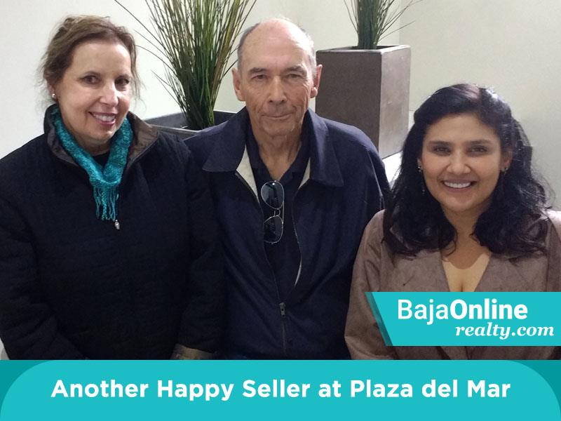 Zinnia With Another Happy Seller At Plaza Del Mar
