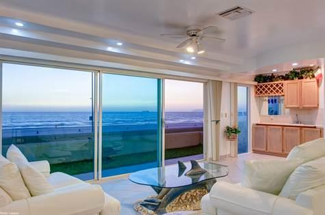 Oceanfront Condo for Sale in La Jolla Del Mar