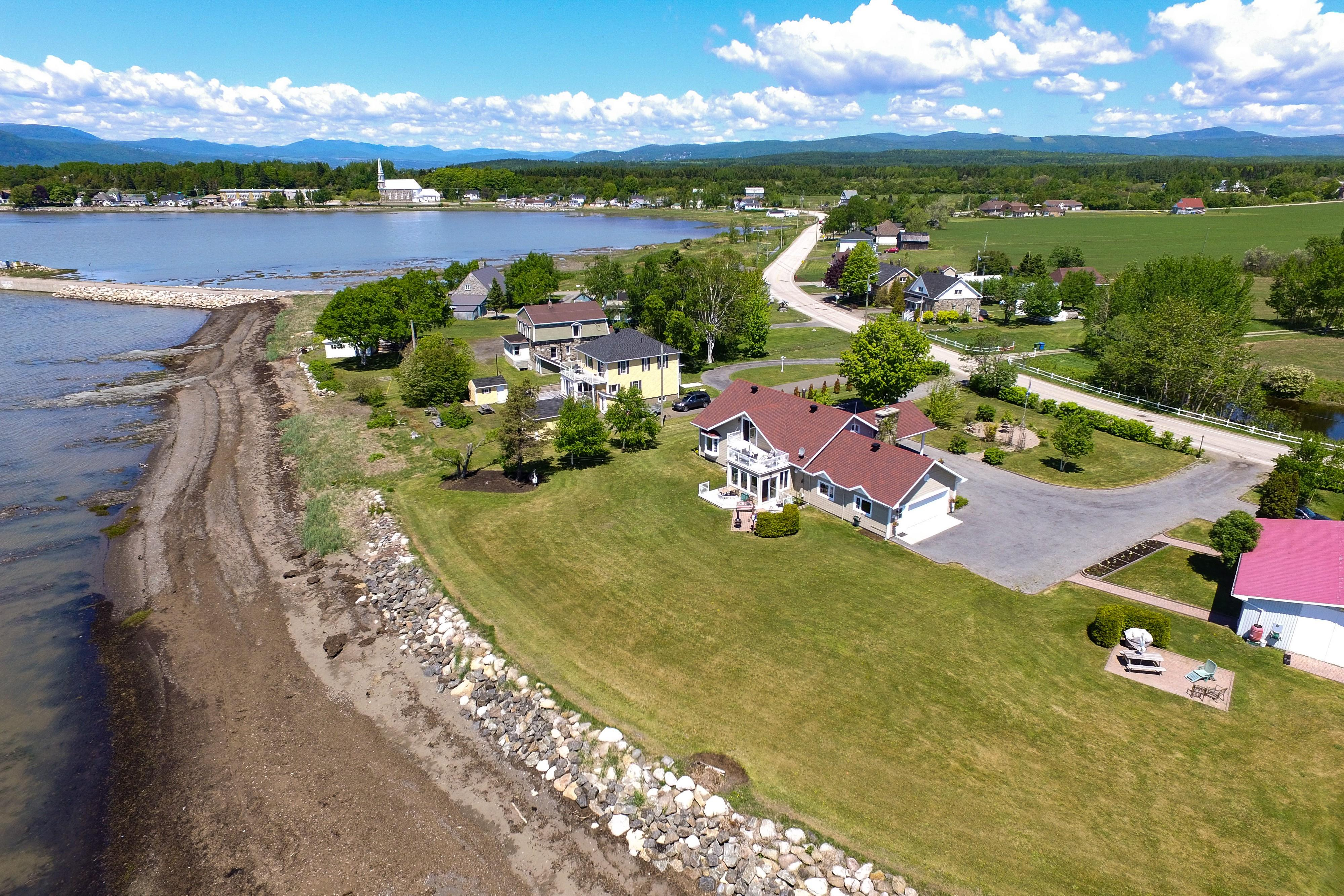 mariepaule.REALTOR 2064-2066 Ch des Coudriers Isle-Aux-Coudres, Aerial view