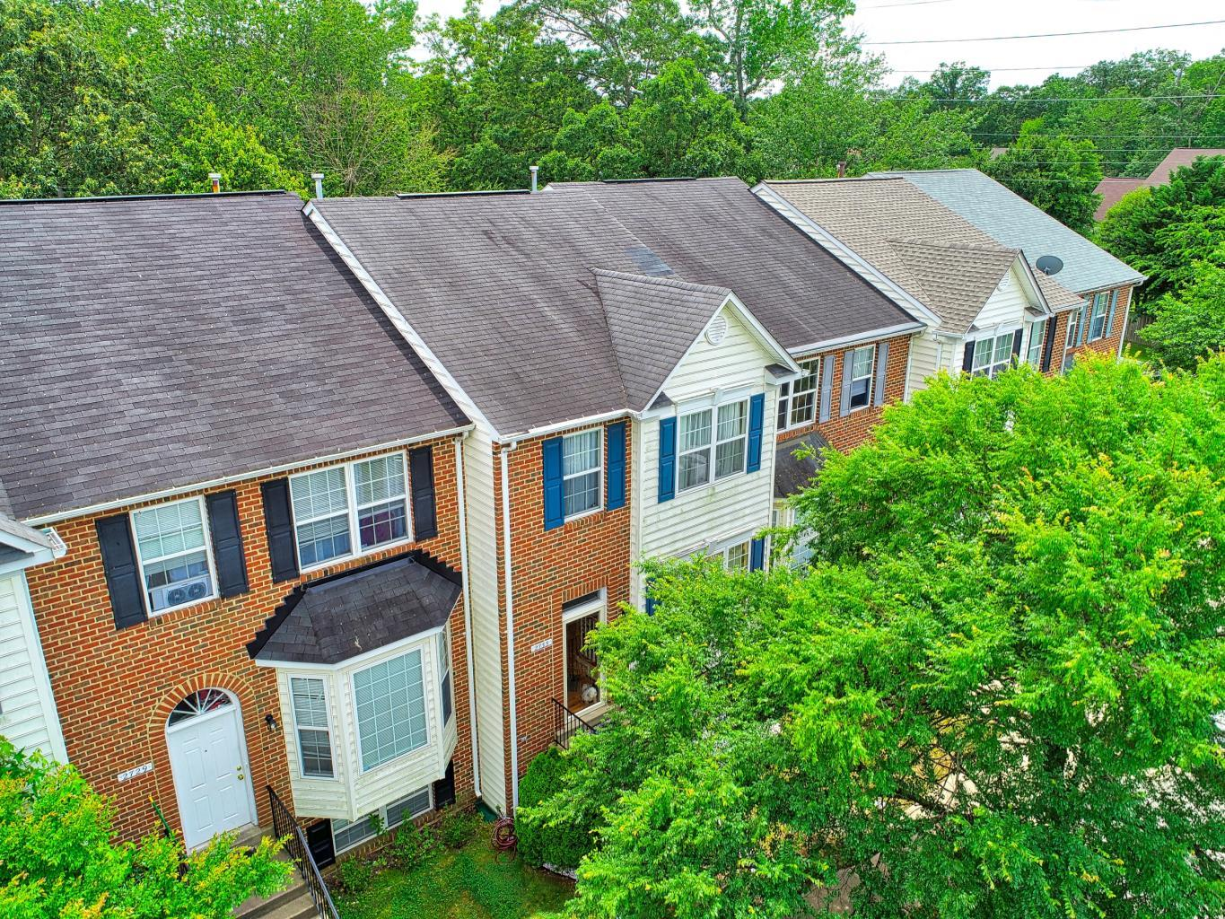 Townhouse for sale in waldorf md - 2733 Stanford Place in Waldorf MD -