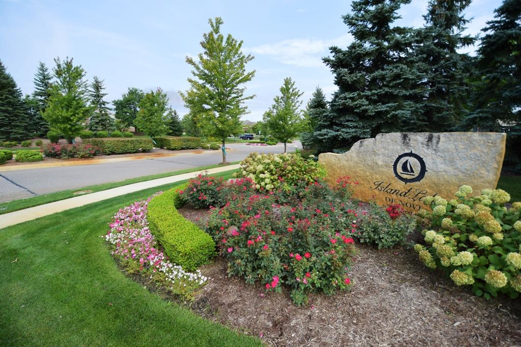 Island Lake Novi Michigan Subdivision Entrance