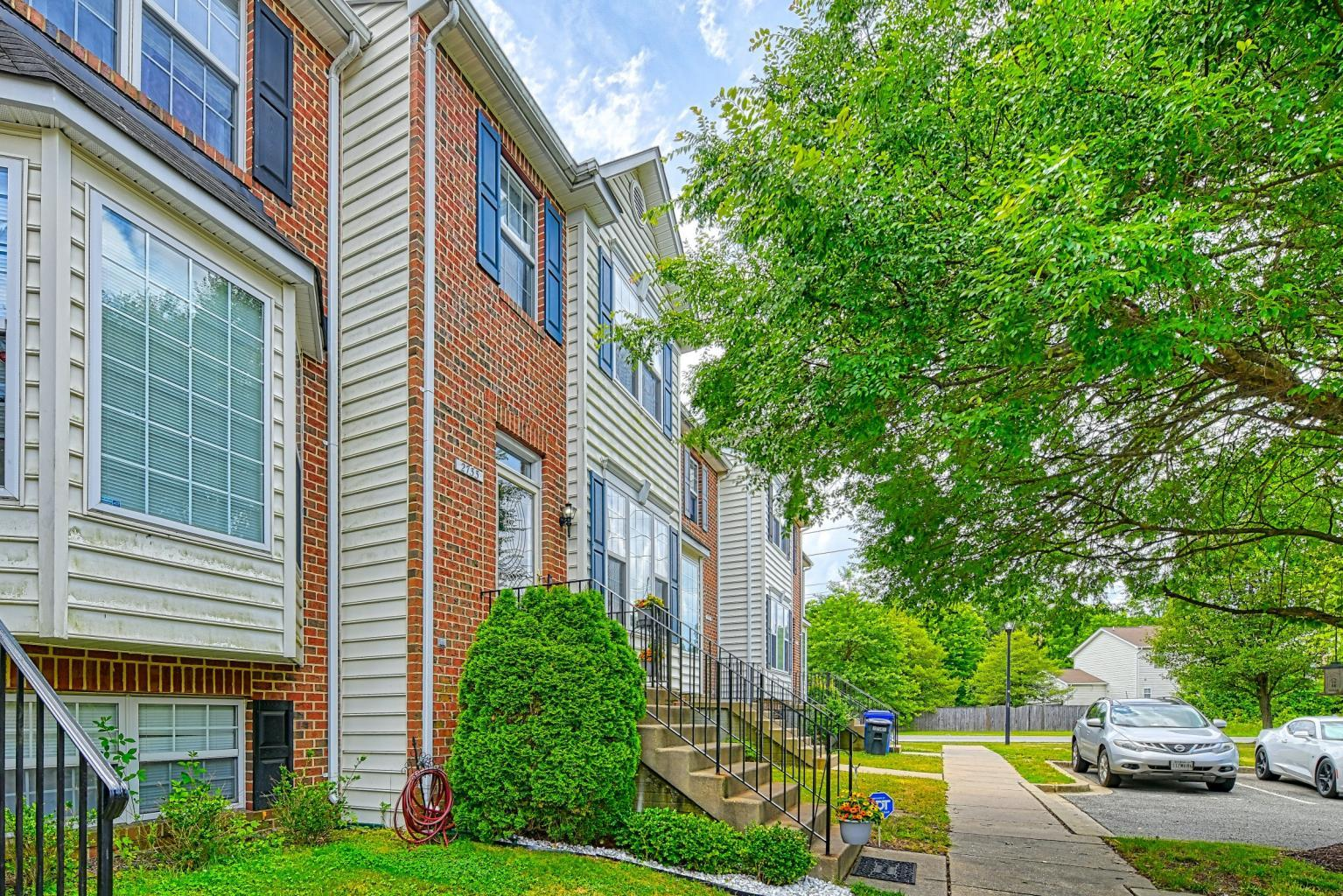 2733 Stanford Place in Waldorf MD - a gorgeous 3-level townhouse for sale by Marie Lally, Realtor