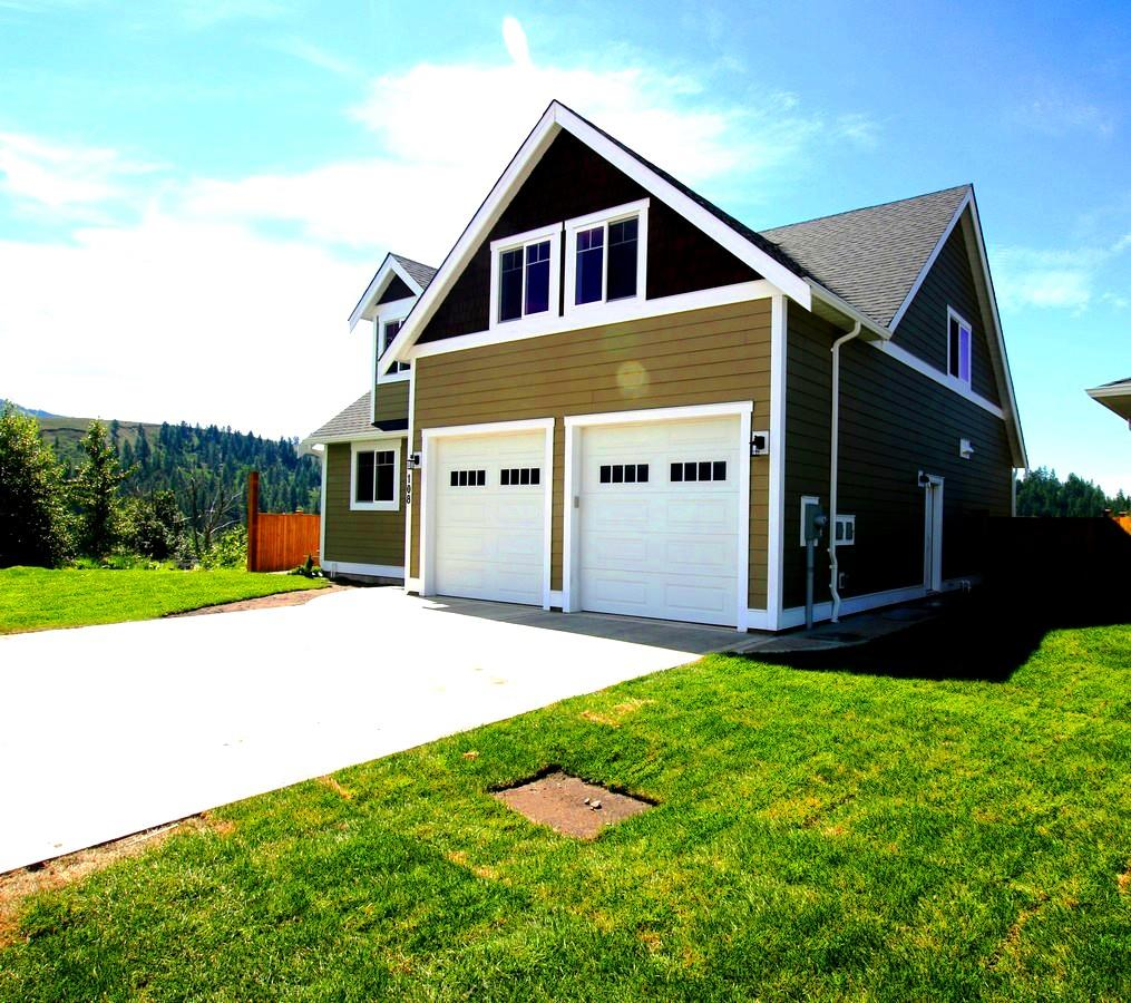 Beautiful Home With Double Garage!