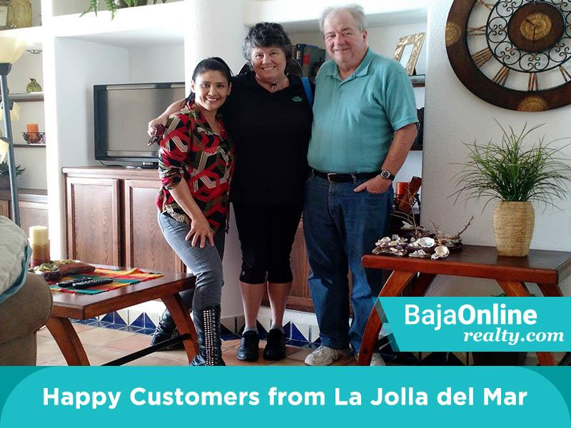Zinnia With Her Happy Customers From La Jolla Del Mar