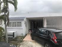 Homes for Sale in Parque de Isla Verde, Carolina, Puerto Rico $139,000