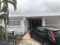 Homes for Sale in Parque de Isla Verde, Carolina, Puerto Rico $139,000