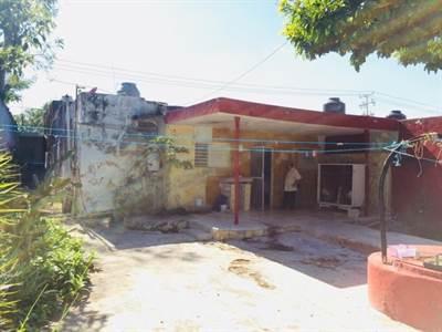 "Merida, Yucatan presents ""LOT WITH CONSTRUCTION IN AV. CUPULES"""