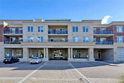 7 Bond Cres, Suite 221, Richmond Hill, Ontario