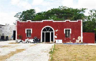 """Merida, Yucatan presents """"LOT WITH COLONIAL STYLE HOUSE FOR REMODEL"""" in the North of the City"""