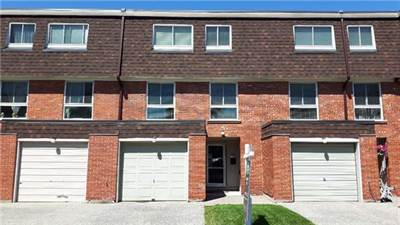 4 Bedroom Townhouse With Private Backyard!  Mississauga Clarkson!