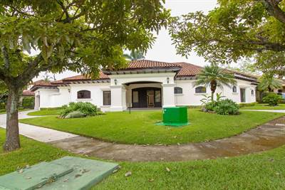 House for rent or sale one level in Santa Ana, Bosques Lindora gated community