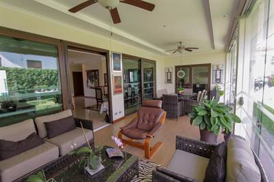 One story house for sale Santa Ana in gated community