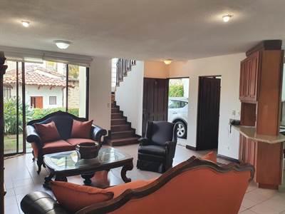 Hermosa casa en Laureles - Amoblado o no