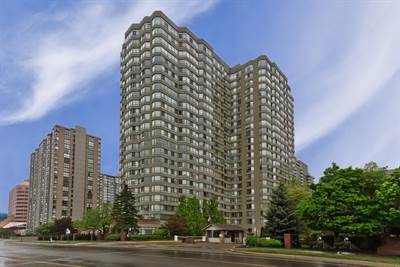 Spacious 2+1 Bedroom Corner Suite! The Towne In Central Mississauga!