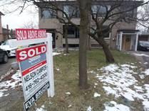Homes Sold in Eglinton/Scarlett, Toronto, Ontario $1,121,000