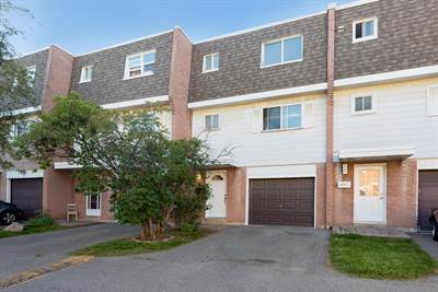 Spacious 3 Bedroom Home! Recently Updated! Erindale!