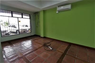 Office or local on the first floor for rent in Escazu