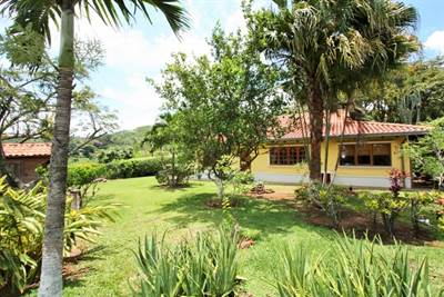 Property with 2houses in Ciudad Colon, Brasil de Mora