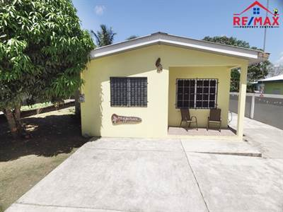 TWO BEDROOM, BUNGALOW HOME - CLOSE TO TOWN