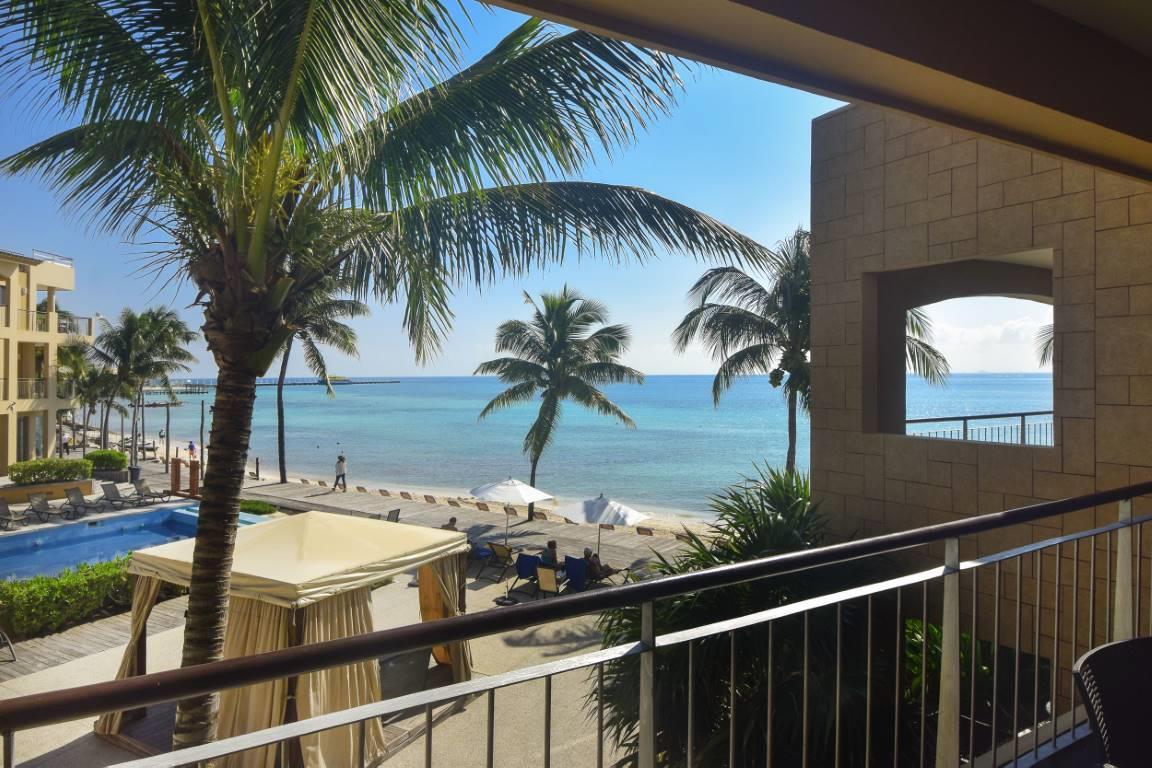 El Faro 2-Bedroom Beachfront Condo