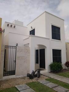 BEAUTIFUL HOUSES FOR SALE IN CANCUN Sm 316 Avenida Niágara esquina con Rioja