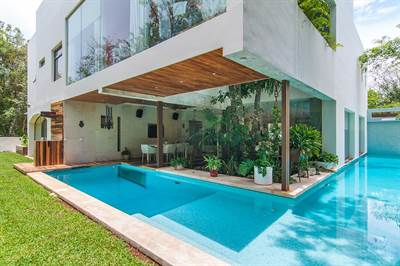 Luxury Home, 6Br Residence in Playacar w/private pool and Immediate delivery