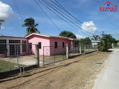 SAN IGNACIO 3 BEDROOM RESIDENTIAL HOUSE + STUDIO - CLOSE TO DOWNTOWN