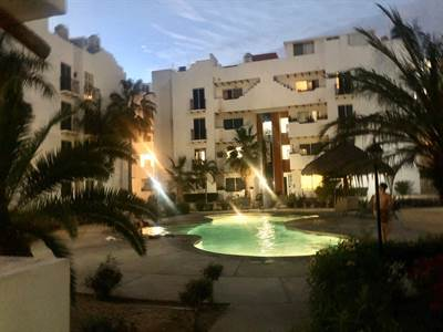Penthouse La Isla steps from downtown and 2 blocks from Medano beach, Suite 401, Cabo San Lucas, Baja California Sur