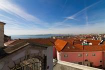 Homes for Sale in Castelo , Lisbon €790,000