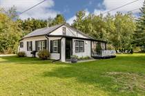 Homes for Sale in Stayner, Ontario $299,900