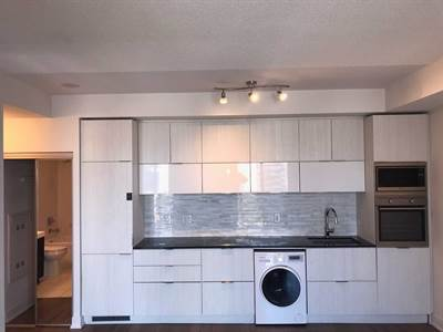 318 Richmond St W, Suite 2404, Toronto, Ontario