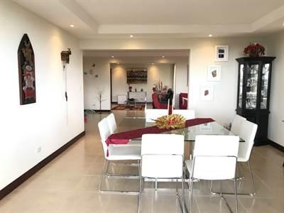 Lujoso apartamento en Venta en Escazu