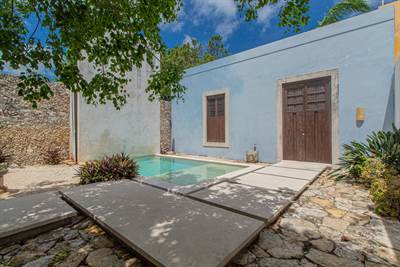 Colonial With Fantastic Price, High Ceilings And Amazing Location!