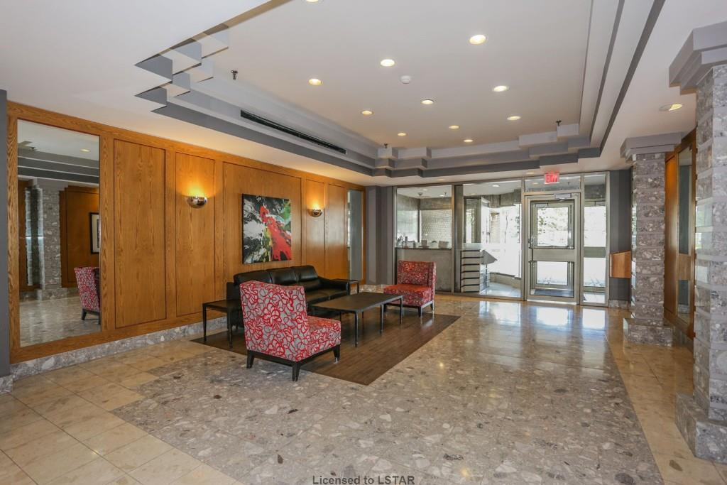 695 Richmond St Lobby