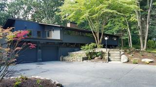 House for sale in 40 Gilbert Stuart Drive, Warwick, RI, 02818