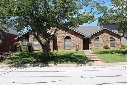 Multifamily for sale in 2421 Kingsford Court, Arlington, TX, 76017