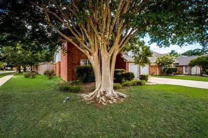 Residential for sale in 2200 Park Hurst Drive, Arlington, TX, 76001