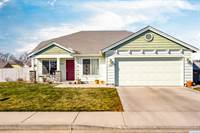 Photo of 826 S Tweedt St, Kennewick, WA