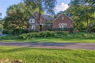 Single Family for sale in 1722 S HIDDEN VALLEY Drive E, Milford, MI, 48380