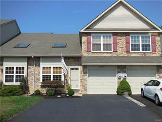 Townhouse for sale in 5563 Stonecroft Lane, Lower Macungie, PA, 18106