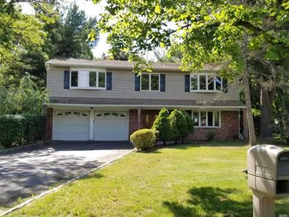 Residential for sale in 68 Butterfield Dr, Greenlawn, NY, 11743