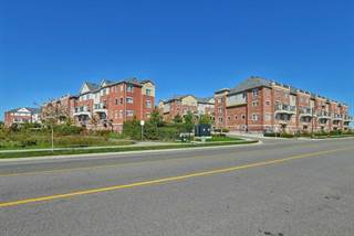 Condo for sale in 39 Hays Blvd 11, Oakville, Ontario